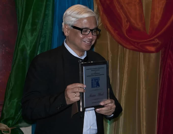 amitav ghosh essays Amitav ghosh's work has been translated into more than twenty languages and he has served on the jury of the locarno film festival (switzerland) and the venice film festival (2001) amitav ghosh's essays have been published in the new yorker, the new republic and the new york times.